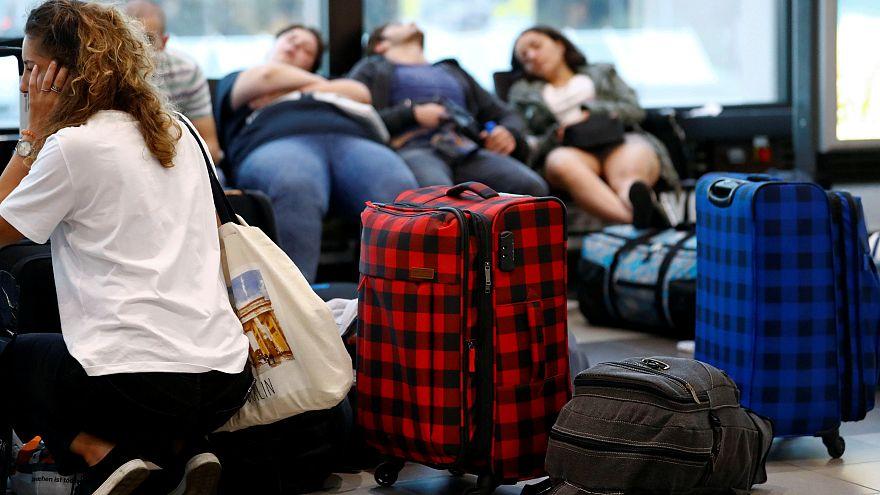 Passagiere am Flughafen Schönefeld