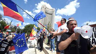 Bükreş'te toplanan 7 bin Rumen göçmen ülkedeki yolsuzluğu protesto etti