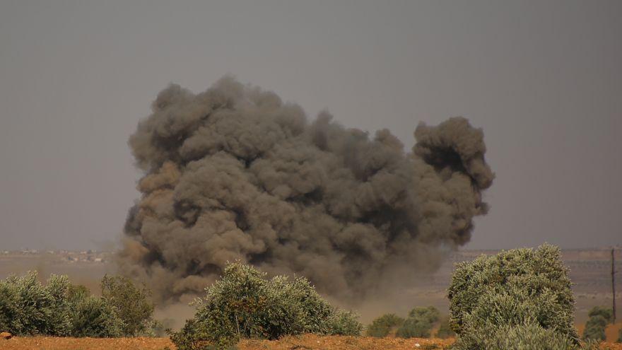Suriye ordusundan İdlib ve Hama'ya hava saldırısı