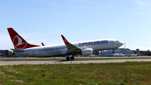 شاهد: اصطدام طائرتين مغربية وتركية بمدرج مطار أتاتورك في إسطنبول