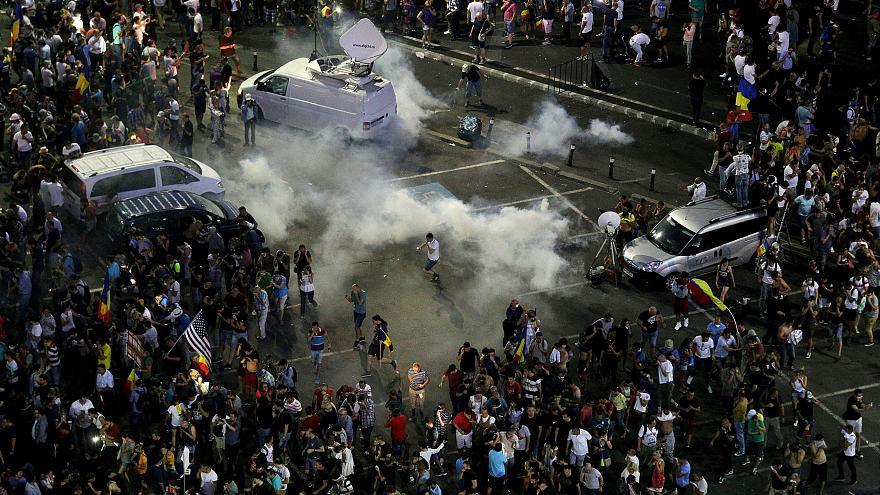 Violent clashes with police at Romanian protest rally