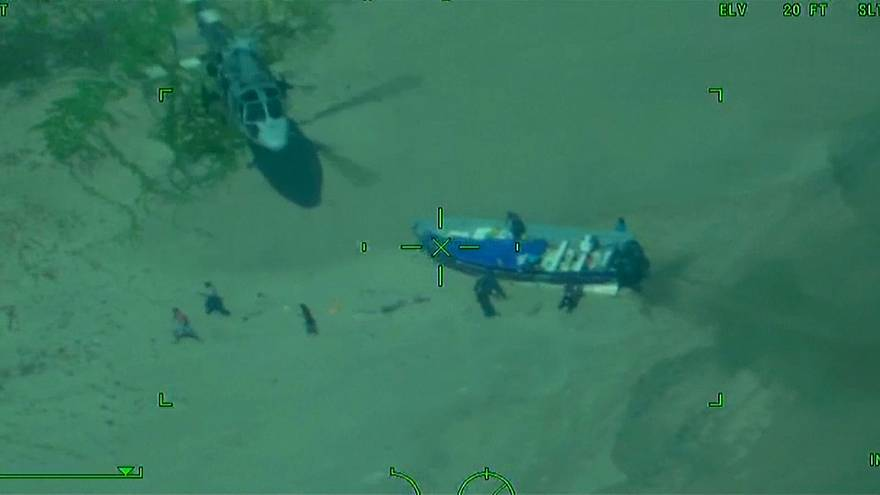 شاهد: مطاردة حامية بين البحرية المكسيكية ومهربي مخدرات
