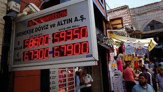 Erdogan bíztatja a törököket, hogy vegyenek lírát