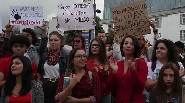 شاهد : نساء كوستاريكا يتظاهرن احتجاجاً على العنف ضدّ المرأة