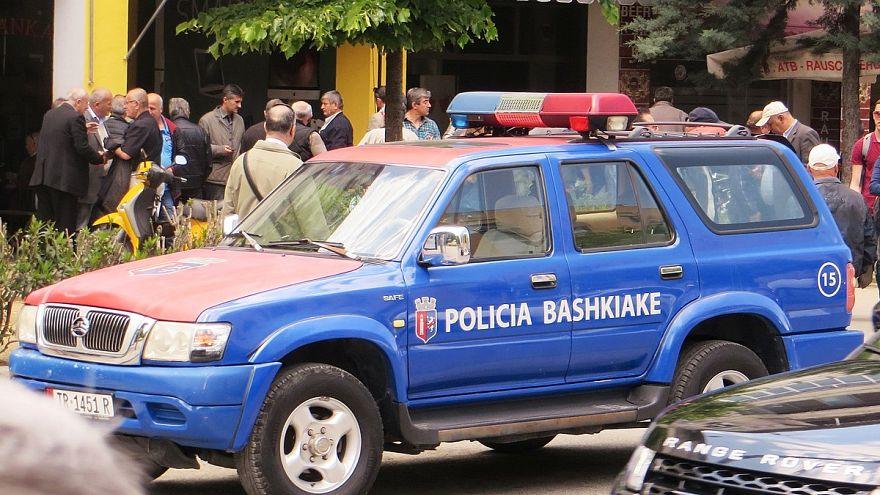 بعد مطاردة استمرت 12 ساعة.. اعتقال شاب ألباني قتل ثمانية من أقاربه