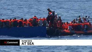 شاهد: إنقاذ 141 مهاجرا من قاربين متهالكين قبالة السواحل الليبية