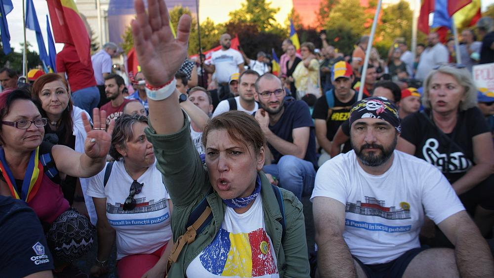 Second night of anti-government demonstrations in Bucharest