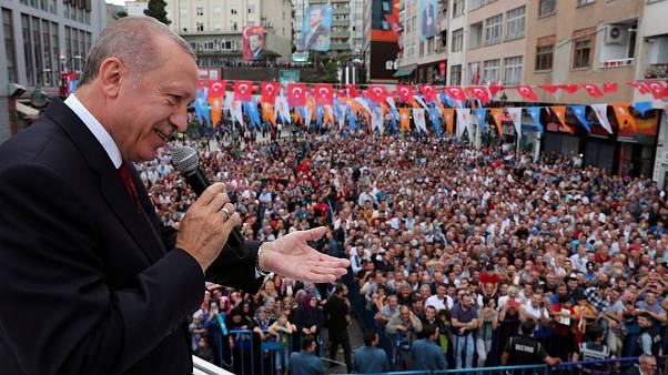 Κατρακύλησε εκ νέου η λίρα - Συνομωσία βλέπει ο Ερντογάν