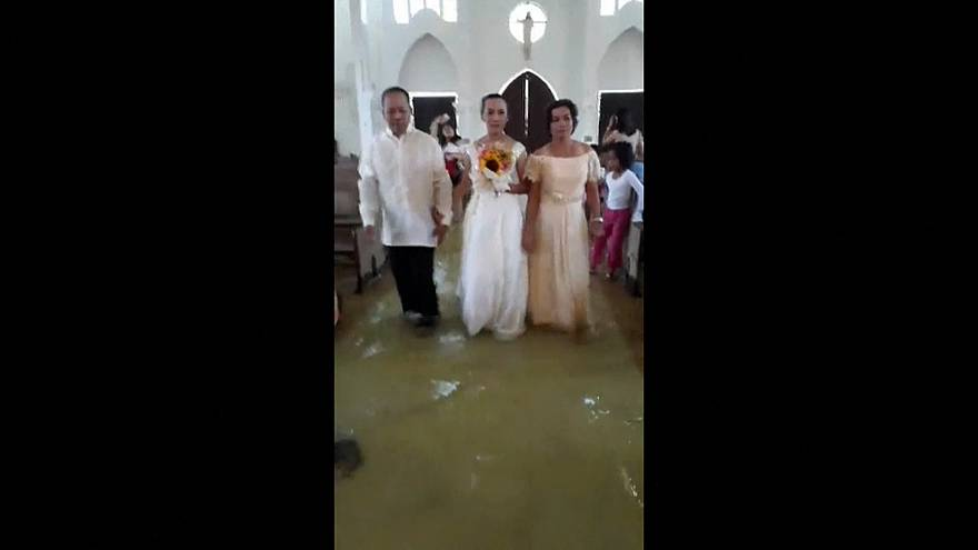 فيديو لزواج في الفلبين: معك في السرّاء والضرّاء... والماء