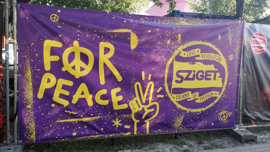 Menekültek és háború a Szigeten