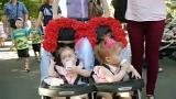 Ukrayna'da yüzlerce ikiz bebek rekor için buluştu