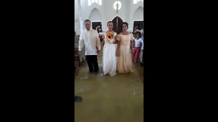 مراسم عروسی در کلیسای آبگرفته در فیلیپین