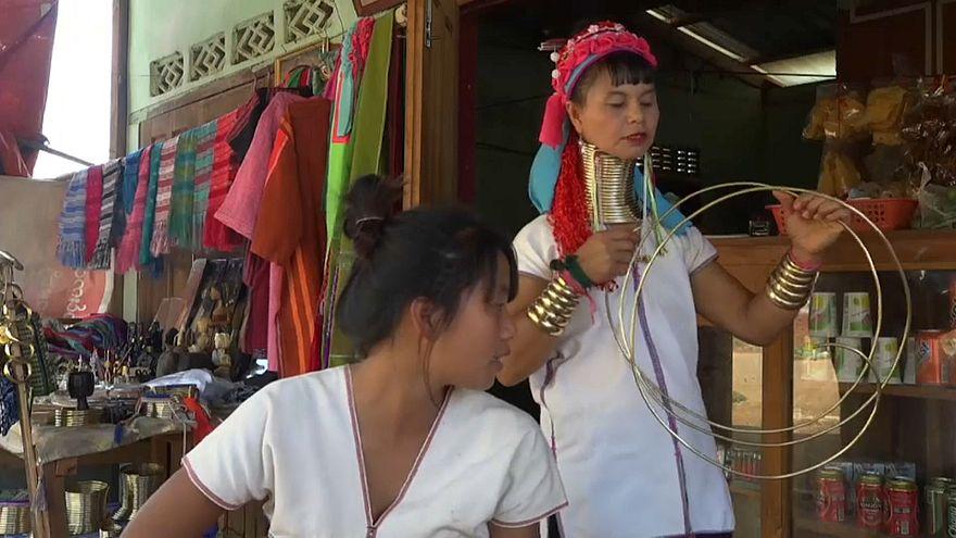 نسل جدید زنان میانمار حلقه برنجی به دور گردن خود نمیاندازند