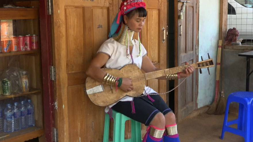 Myanmar: nova geração da comunidade kayan põe em causa a tradição