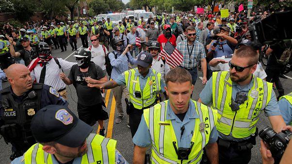 رویارویی مخالفان و موافقان سرسخت نژادپرستی در واشنگتن