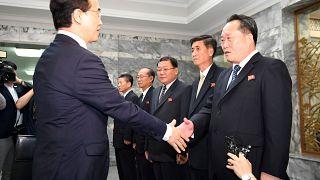 Le ministre sud-coréen de la réunification et son homologue nord-coréen