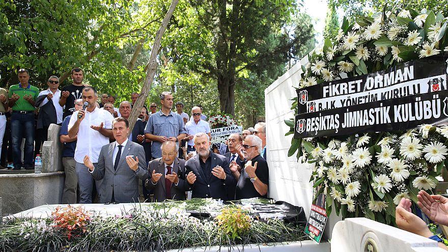Beşiktaş'ın efsane başkanı Süleyman Seba ölümünün 4'üncü yılında anıldı