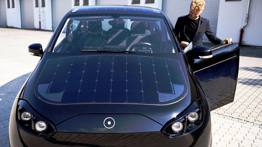 Napelemmel működő autót tesztelnek