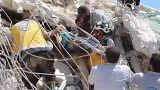 نجات زیر آوار ماندگان از انفجار سوریه توسط نیروهای امدادگر