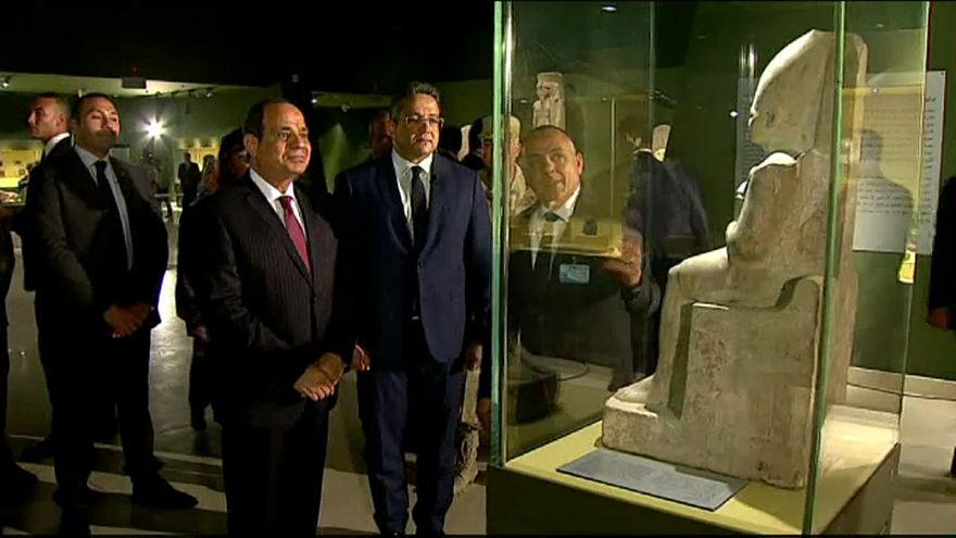 بالفيديو : السيسي يفتتح متحف سوهاج القومي