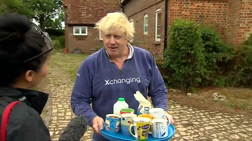 """Tee gefällig? Boris Johnson in """"humanitärer Mission"""""""