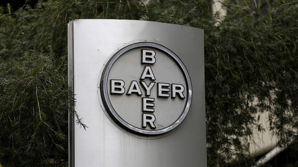Bayer shares plunge over weedkiller trial
