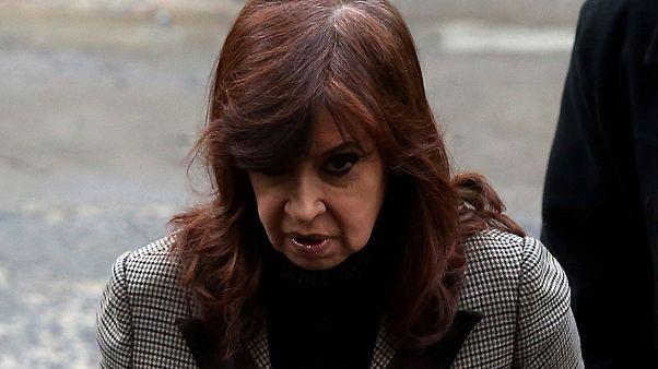 Kirchner niega los sobornos ante el juez