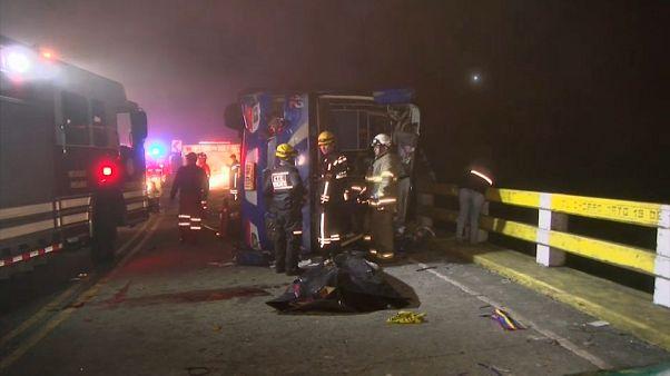 Mueren en Ecuador 12 hinchas del Barcelona Sporting Club en un accidente de tráfico