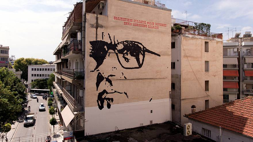 شاهد: جدارية عملاقة لأسطورة الموسيقى التصويرية موريكوني في اليونان