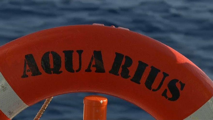 Mültecilere güvenli liman arayan Aquarius'ta bandıra krizi
