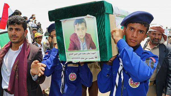 Eltemették a lebombázott jemeni gyermekeket