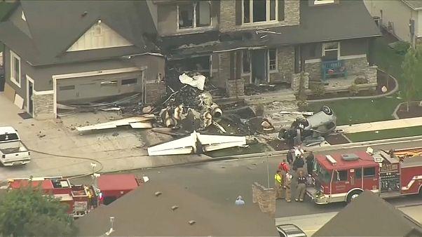 Homem despenha avião contra a própria casa