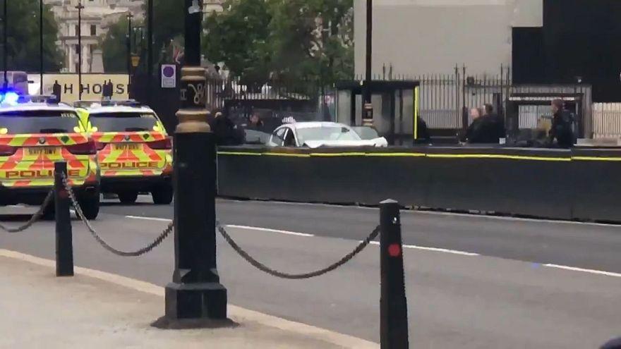 Londra, auto contro barriere Parlamento. Un arresto, 2 feriti. Polizia: atto terroristico