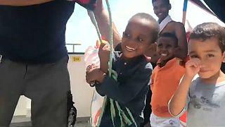 Aquarius: Os sorrisos dos 67 menores a bordo escondem a realidade
