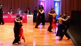 Tango Dünya Kupası'nda dansçılar salon tangosu kategorisinde dans etti