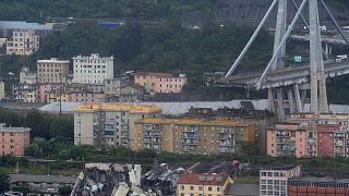 Vierspurige Autobahnbrücke in Genua eingestürzt: mindestens 30 Tote