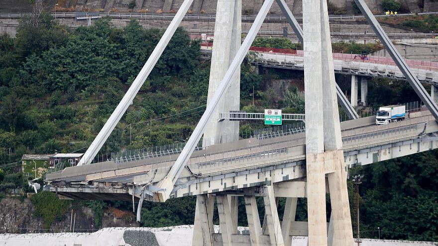 30 قتيلا على الأقل إثر انهيار جسر للسيارات في جنوة الإيطالية