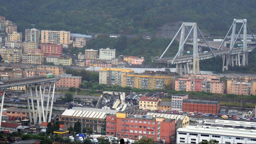 Image result for فروریختن پل آزادراهی در ایتالیا