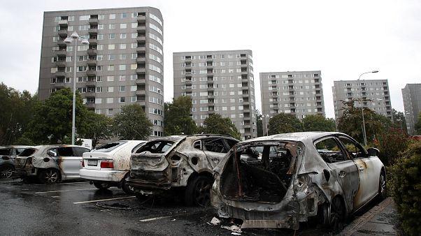 عنف وإحراق سيارات في ثاني أكبر مدن السويد والسبب مجهول!