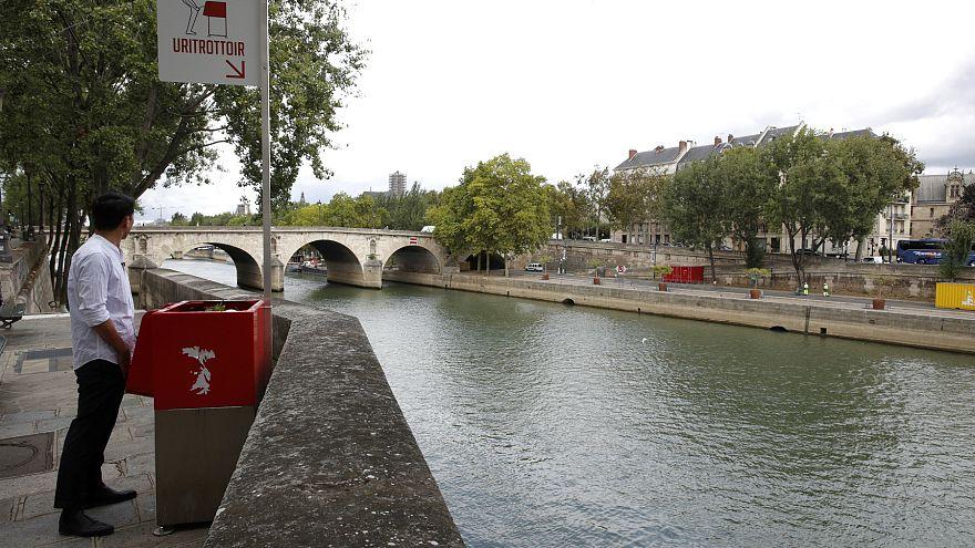 Paris şehir merkezine kurulan pisuvarlar halkın tepkisini çekiyor