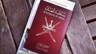 الحكومة العُمانية تقرّ حزمة من الإجراءات لحماية الموظّفين الأجانب