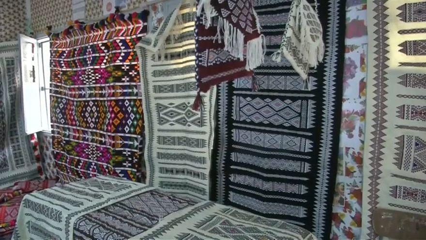 فيديو: الأمازيغ في الجزائر يخوضون معركة بقاء صناعة السجاد