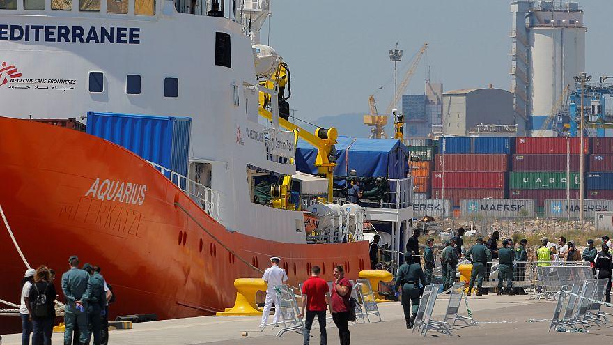 سفينة الإنقاذ أكواريوس في مرفأ فالنسيا (صورة من الأرشيف)