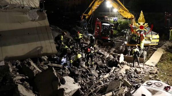 """Genova, il vigile del fuoco Davide Capello: """"sono precipitato per 40 metri nel vuoto"""""""