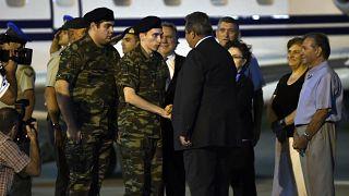 Serbest bırakılan Yunan askerleri ülkesine döndü