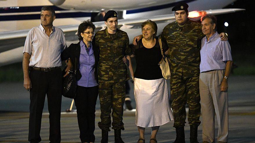 Турция освободила греческих солдат