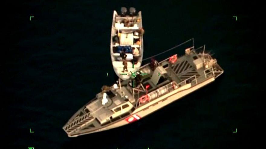 شاهد: القبض على مركب صيد يعمل كمحطة وقود للسفن غير الشرعية في سواحل المكسيك