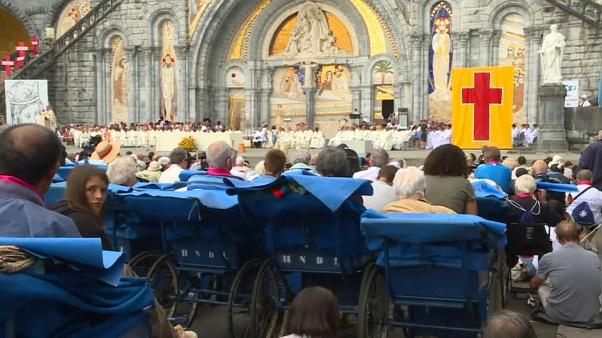 25.000 personas peregrinan a Lourdes