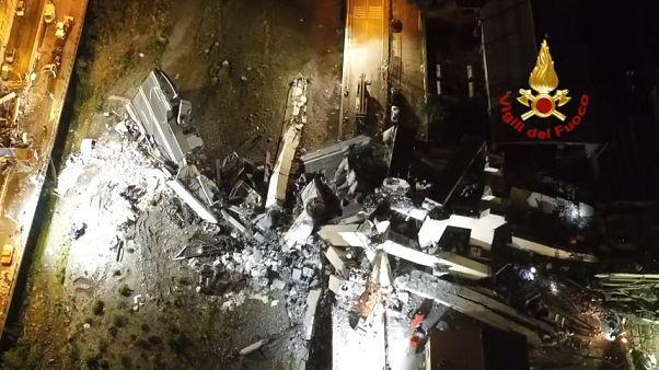 Genova, crollo del ponte Morandi: le immagini del drone dei soccorsi notturni