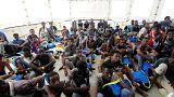 مهاجرون بعد انقاذهم قبالة ساحل ليبيا يوم الجمعة.